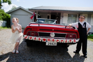 Забавный кадр со свадьбы в Норвегии, детский фотограф в Москве, свадебная фотосессия