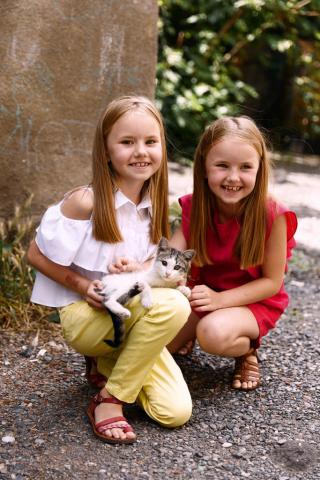 Детская фотосессия в Тбилиси, две рыжие девочки